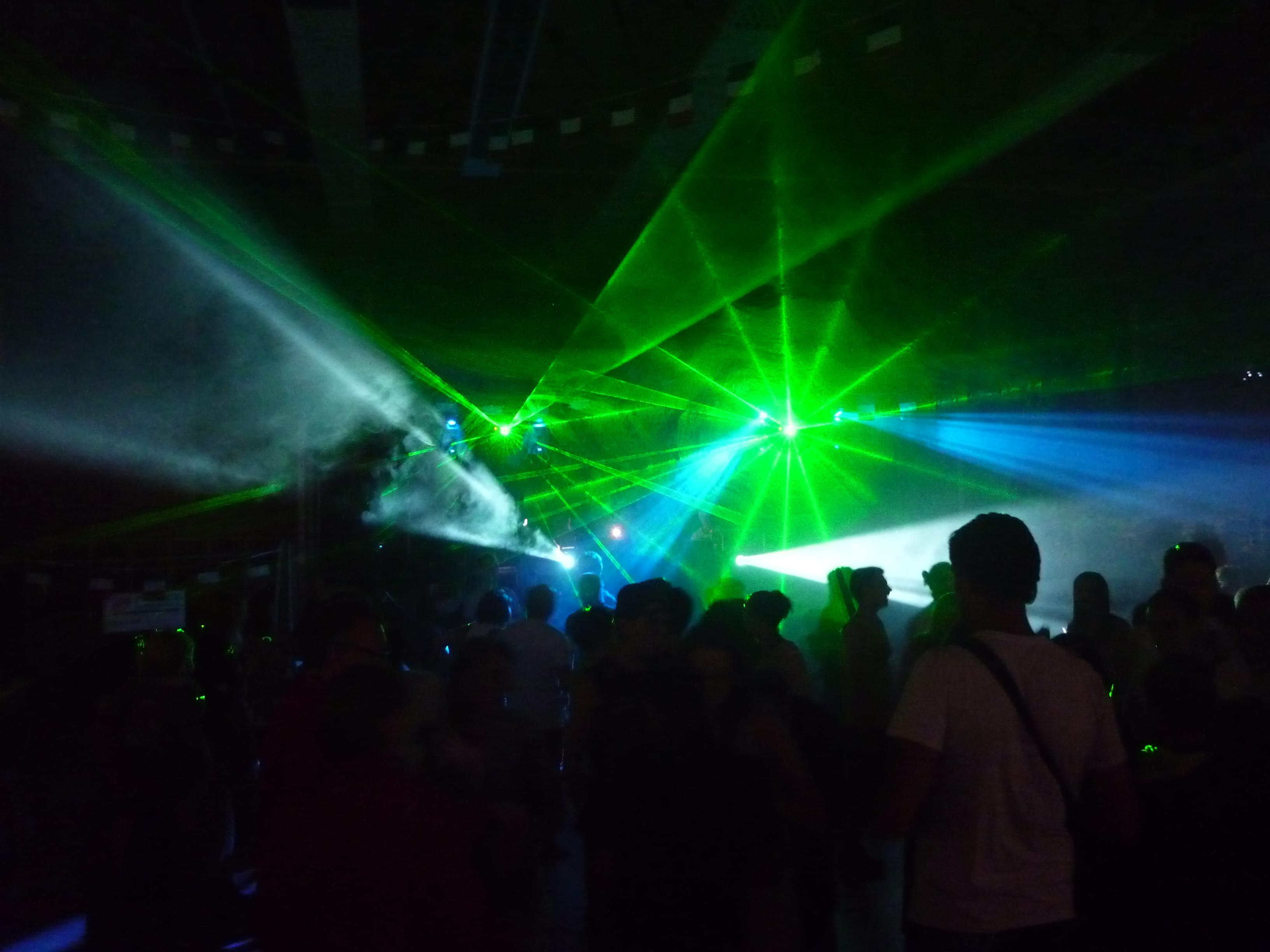 location Pack Sono DJ 3000 Watts + Eclairage à Le-fayet 74190
